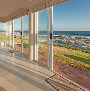 Hermanus Haven, Entire Home, On The Sea, Private Pool, Secure photos Exterior