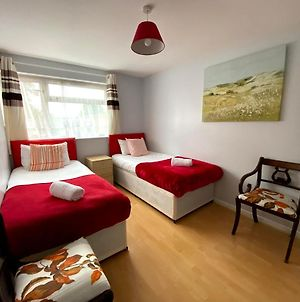 Chelsea House-Huku Kwetu Dunstable-3 Bedroom House - Suitable & Affordable -Business Travellers - Group Accommodation - Comfy, Spacious With Lovely Garden Views photos Exterior