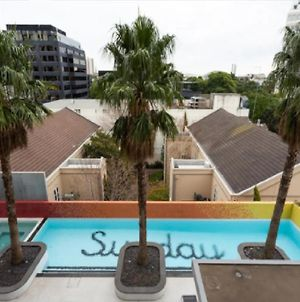 Perfectly Positioned On Coventry - 1 Bedroom, 1 Bathroom, Sleeps 2 - Balcony, Free Wi-Fi, Netflix, Outdoor Shared Swimming Pool photos Exterior
