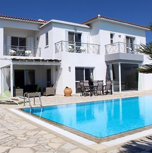 Beautiful 4 Bed Villa With Very Large Pool photos Exterior