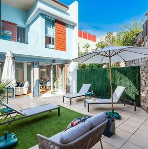Vibrant Townhouse With Garden + Communal Pool photos Exterior