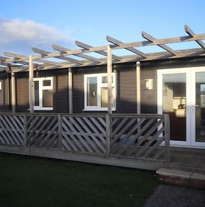 34H Medmerry Park 2 Bedroom Chalet Family Friendly - No Manual Workers Allowed photos Exterior