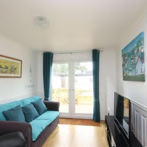 7C Medmerry Park 2 Bedroom Chalet - No Manual Workers Allowed photos Exterior