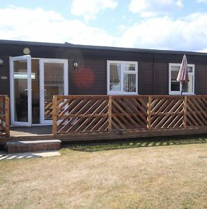 41B Medmerry Park 2 Bedroom Chalet - No Manual Workers Allowed photos Exterior