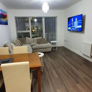 Sterling River View Apartment, Greenhithe 4 With Netflix & Spotify photos Exterior