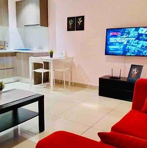 Hyve Studio Unit, Lake View, Cyberjaya, Free Wi-Fi, Free Parking, Netflix,Pool photos Exterior