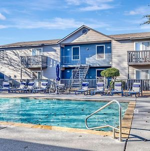 Tranquil 1Br With Fitness Center And Pool photos Exterior