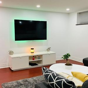 Beautiful Furnished 3 Bed Basement Apartment photos Exterior