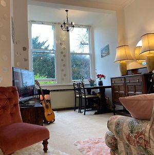Beautiful Cosy One Bedroom Flat Entire Flat View To Kew Gardens Richmond Free Wi Fi photos Exterior