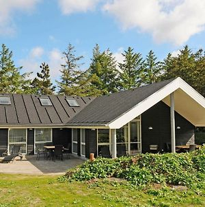Four-Bedroom Holiday Home In Blavand 15 photos Room