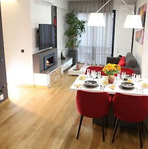 5 Stars Luxury For Business Travelers-Near Avram Iancu Square-2 King Bedrooms 1 Living-Free Private Parking photos Exterior