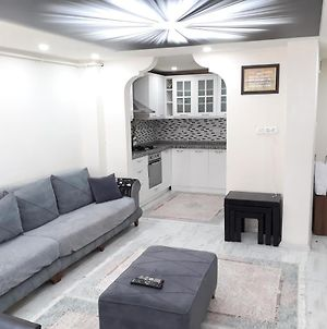 2 Bedrooms,1 Living Room,Central High Class Life Style,Friendly Host! Come And Enjoy! photos Exterior