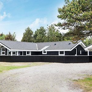 Four-Bedroom Holiday Home In Blavand 4 photos Room