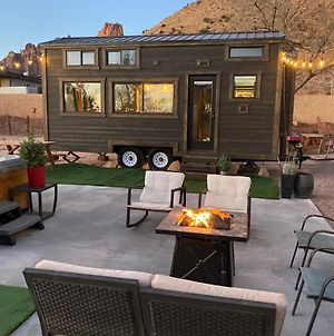 Tiny Home W/ Cliff View Hot Tub Back Yard Garden photos Exterior