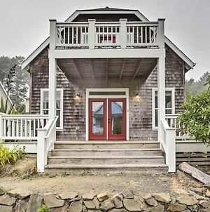 Dog-Friendly Home With Hot Tub And Deck Walk To Beach photos Exterior
