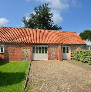 Traditional Holiday Home In Briston With Garden photos Room