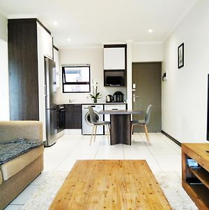 Modern, Secure And Amazing Apartment In Fourways photos Exterior