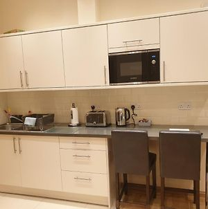 London Luxury Apartments 4 Min Walk From Ilford Station, With Free Parking Free Wifi photos Exterior