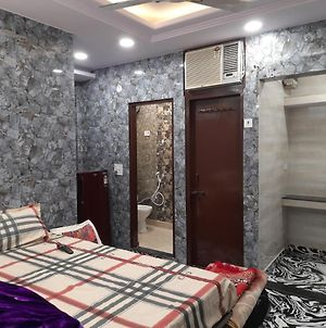 Cream Location Luxury Stay In Posh Lajpat Nagar With Attached Kitchen And Washroom,Complete Private Apartment With Full Privacy And Private Entrance photos Exterior