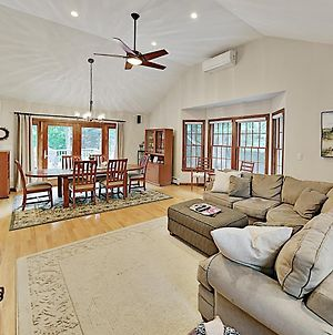 Lovely Retreat With Private Pond Access & Large Deck Home photos Exterior