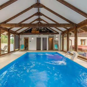 Stunning Home In Gospic W/ Sauna, Wifi And 6 Bedrooms photos Exterior