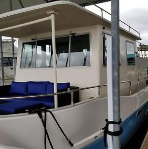 2 Led Houseboats W Deck Lake Travis, Stays Docked photos Exterior