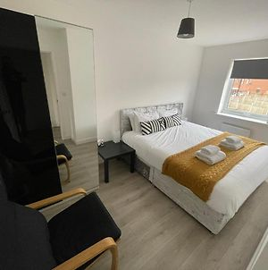 Modern Room With Huge Bed - Walk To City Centre! photos Exterior