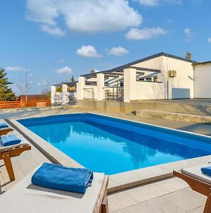 Nice Home In Varazdin Breg With Outdoor Swimming Pool, Sauna And 7 Bedrooms photos Exterior