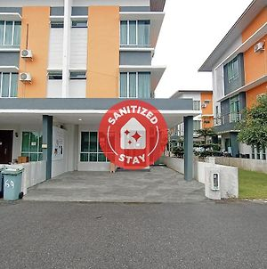 Oyo 90187 Hello Kitty Homestay - Gated Sibu photos Exterior
