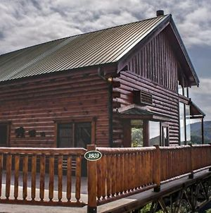 Lelands Lookout Luxury Cabin Hot Tub And Stunning Mountain Views photos Exterior
