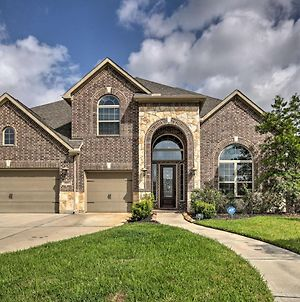 Spacious Pearland Home With Theater Room And Yard! photos Exterior