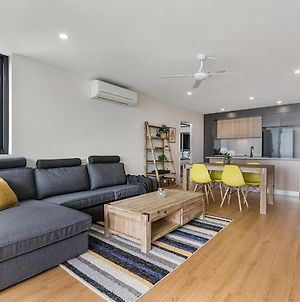 Boutique 2-Bed Unit With Pool Near Shops And Dining photos Exterior