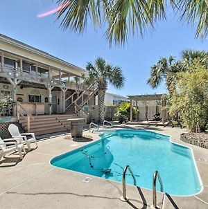 Expansive Retreat With Pool 2 Blocks To Beach! photos Exterior
