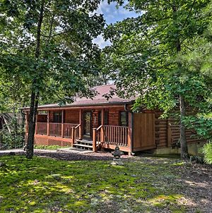 Cabin With Deck And Fireplace Less Than 3 Mi To Dollywood! photos Exterior