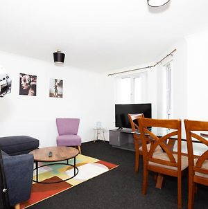 Burte View Spacious Apartment For Travelers And Keyworkers For 4 People By Dream Key Solution photos Exterior