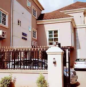 Room In Lodge - Limoh Suitesluxurious Budget Hotel In Benin City photos Exterior