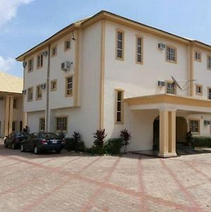 Room In Lodge - Kim Royal Hotel And Suitesnew, Fresh, Luxurious And Affordable Hotel In Asaba photos Exterior