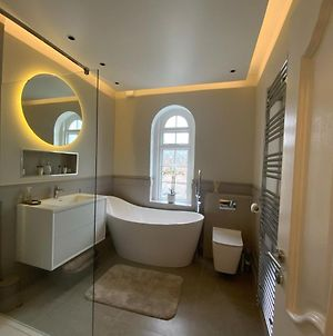 5 Star, New, Stunning, House In London With Garden - 8 Miles To Central London photos Exterior