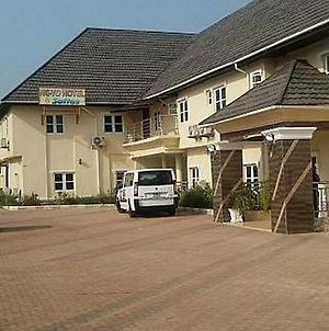 Room In Lodge - Ne-Yo Hotel And Suites Is A Budget Hotel In Asaba, Delta photos Exterior