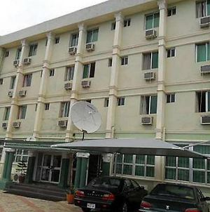 Room In Lodge - Kenbrill Hyatt Hotelserene Hotel In The Heart Of Benin City photos Exterior