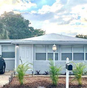 Central Location - Downtown And Only 1 Mile To Beach photos Exterior