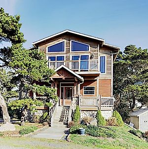 New Listing! Ocean-View Home With Hot Tub & Firepit Home photos Exterior