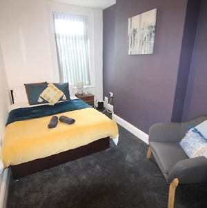 Brand New En-Suite Rooms Near Queens Hospital photos Exterior