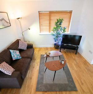 Comfortable, Stylish, 3 Bedroom Town House photos Exterior
