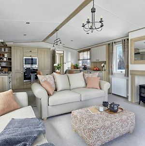 Captivating Bluebell Lodge 2-Bed Cotswolds Caravan photos Exterior
