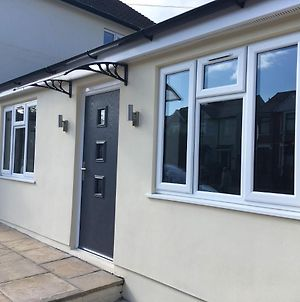 Beechfield House Modern Studio Self-Contained Unit With Free Wifi And Parking And Kitchen Area 4M From City Centre And Castle photos Exterior