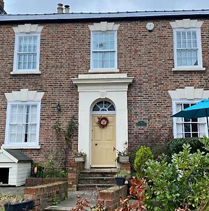 Cosy Country Cottage In City Centre photos Exterior