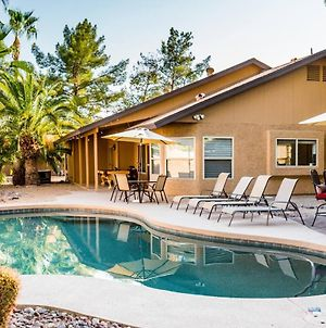 Unwind With Some Beach Volleyball, Diving Pool Or Spa! Central Scottsdale Location! photos Exterior