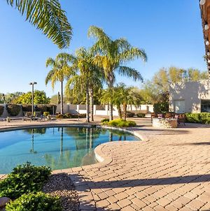 Large Lot, Theatre Room, Private Pool Spa & Bocce Ball Court! Central Location In Scottsdale! photos Exterior