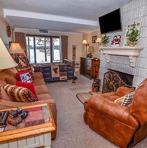 106A - Recently Renovated Lakefront Efficiency Condo With Fireplace! photos Exterior